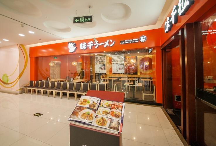 一家日式面馆也能装修得这么有feel!