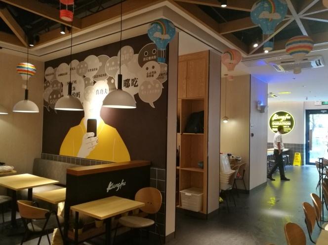 快餐店装修怎么引客流,灯具选择很关键!